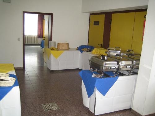 Buffet f?r Feierlichkeit aufgebaut im Eingangsbereich