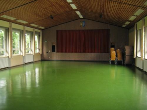 Innenaufnahme der Stöffelhalle Ri. Bühne